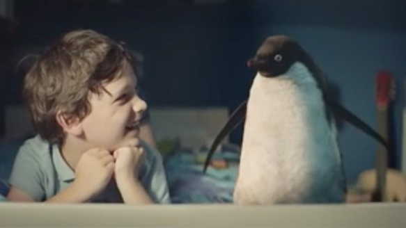 video virale bambino pinguino john lewis