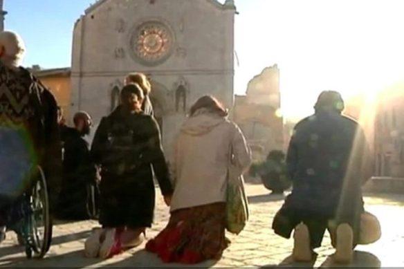 preghiera-norcia-terremoto-twitter-740x493